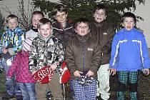 Zpívání koled u vánočního stromečku se ujaly děti ze sudoměřické mateřinky, které vánoční písně secvičily s paní učitelkou Lenkou Marešovou.