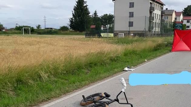 Tragický střet auta a kola stál mladého cyklistu život.