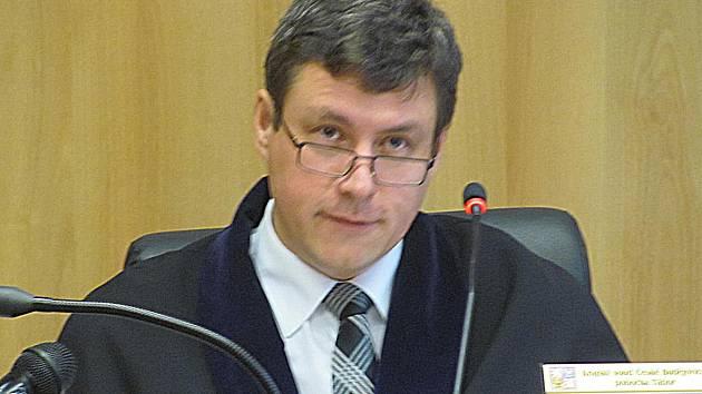 Soudce Petr Černý.