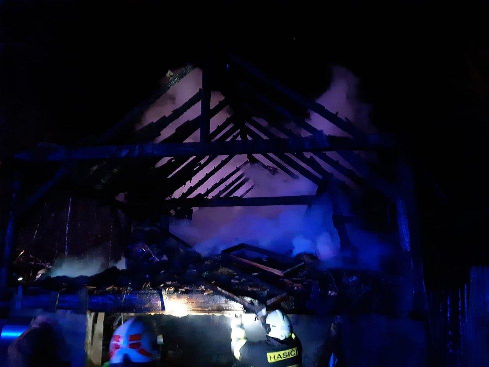Požár rodinného domu v Rašovicích v neděli 15. března.