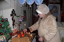 Pravoslavný svátek Sbor přesvaté Bohorodice se uctíval jak zapálením svící, tak svatou  liturgií.