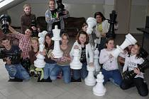 Děti mohou volný čas ve škole o využít i k hraní šachů.