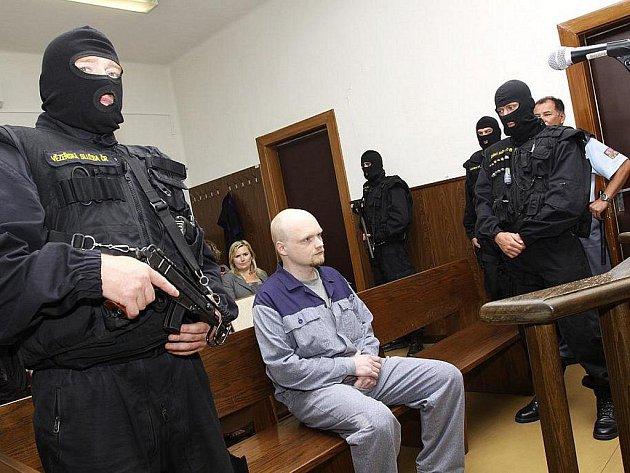Trojnásobný vrah Miloslav Širůček před soudem.