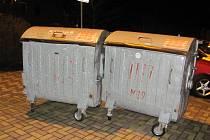 Silný vítr si s nezabrzděným kontejnerem dokáže poradit.