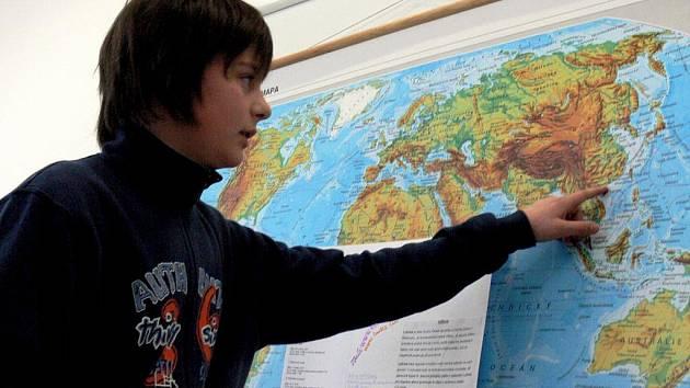 Vyjmenovat nejdůležitější světové přístavy a ještě je pohotově ukázat na mapě, nebylo tak jednoduché. Miroslav Svorad (na snímku) si s tím ale uměl poradit.