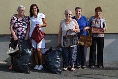 Letos již popáté se do sbírání kabelek zapojily pečovatelky a klientky táborského G-centra. Letos se jim podařilo vybrat a do Kabelkového veletrhu věnovat celkem 75 kabelek.