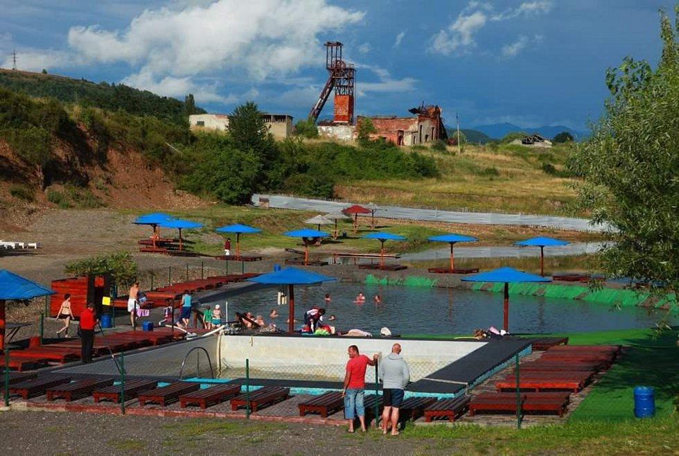 Ukázka možného postapokalyptického vývoje. Slouží jako ilustrační fotografie autora pořízené na Ukrajině pro možnost srovnání turismu, postindustriálních ruin a úplného vylidnění.