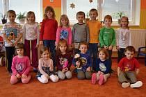 Včelky. Děti ze třídy učitelek Anny Rachačové a Květy Svobodové.