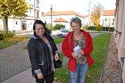 V Táboře dorazily do sčítacího střediska v Tabačce jako první se sečtenými hlasy z volebního okrsku v Jedlanech ve 14.30 hodin Ladislava Plecitá a Miloslava Svitáková.