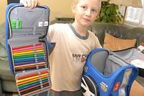 DŮKLADNÁ PŘÍPRAVA. Při výběru školní brašny je nutné zaměřit se na její vybavenost. Nesmí chybět vyztužená zadní část, reflexní pásy a měla by být dobře viditelná.