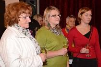 výsledků architektonicko-urbanistické soutěže doprovodila vítězku Andreu Janovskou (uprostřed) i její maminka Marie. Cenu návštěvníků převzala Lucie Dvořáková z Libějic (na snímku vpravo).
