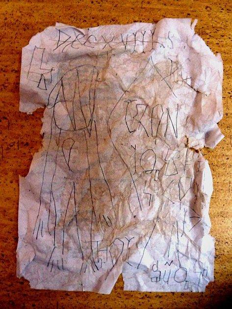 FREDEGAROVA KRONIKA. Jediné útržky z kroniky, v níž je popsána historie Tábora z dob Sámovy říše, někdo ukradl.