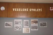Výstava mapuje proměny 100 let Veselí nad Lužnicí a okolí.