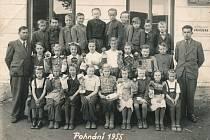 Z historie základní školy v Pohnání.