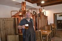 Bechyňským vaří v pivovaru Keras pivo sládek Jan Hobza.