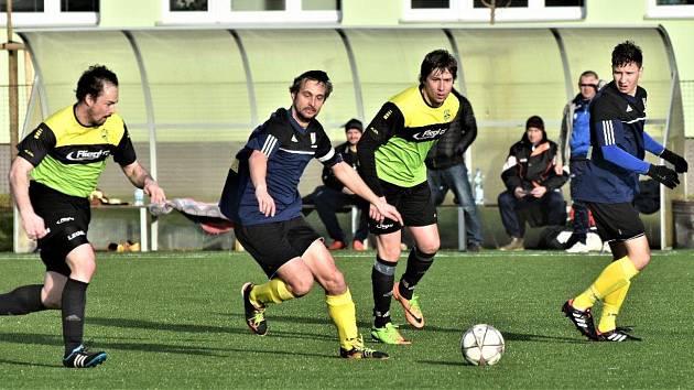Ze zápasu prvního jarního kola krajského přeboru mezi Osekem a Dražicemi.