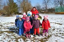Děti z mateřské školy ve Stádlci.