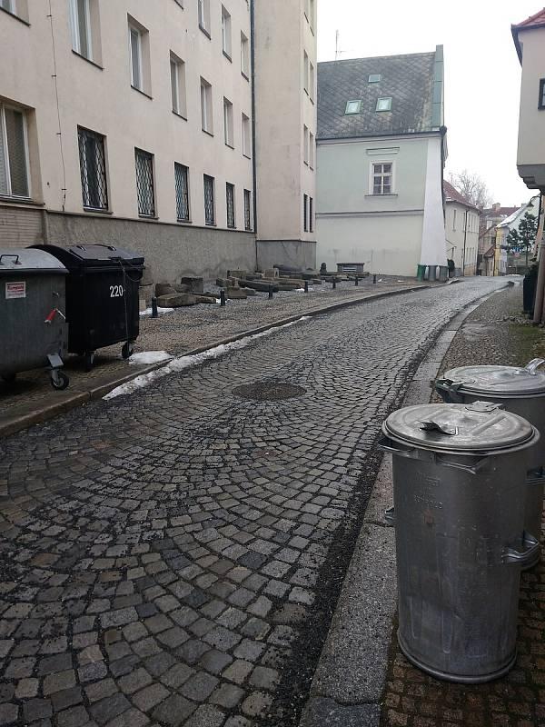 Co by chtělo zlepšit v Táboře? Paní Szutáková má pocit, že se jde v některých částech města od popelnice k popelnici, nebo jí vadí odstavená Felicie.
