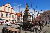 Socha Jana Žižky v Táboře už se halí do lešení. Dílo z roku 1884 projde obnovou, která potrvá do začátku letních prázdnin.