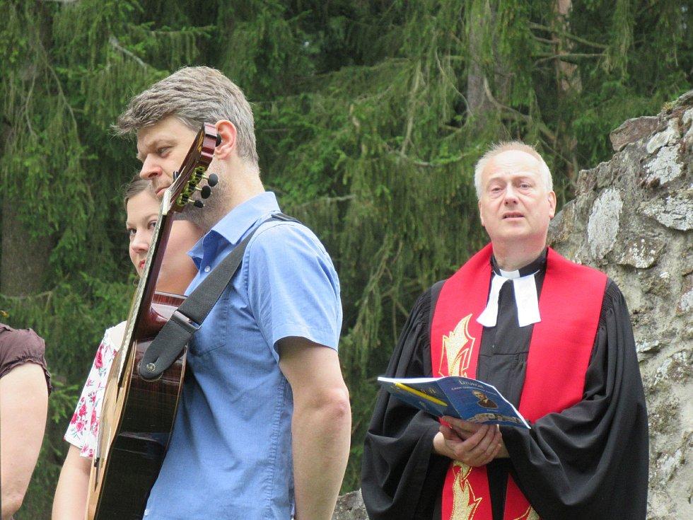Táborské křesťanské církve ve spolupráci s městy Tábor a Sezimovo Ústí pořádaly v pondělí 6. července tradiční ekumenickou bohoslužbu u příležitosti 605. výročí upálení mistra Jana Husa, 600 let Tábora a 100 let Církve československé husitské.