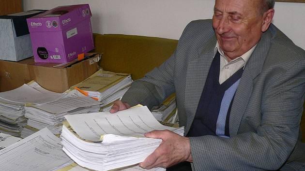 Táborský soudce Jiří Bernát musel vzhledem k finanční kontrole a údajně své podjatosti zastavit líčení kauzy ústeckého konkurzního soudce Jiřího Berky. K líčení se vrátí snad v květnu.