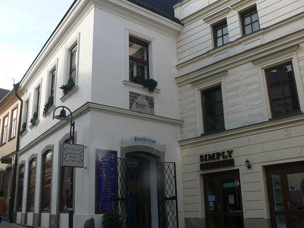Vdomě dnešní prodejny šperků vPražské ulici žil perníkář Václav Kršňák.