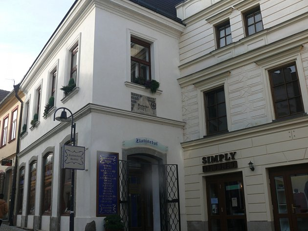 V domě dnešní prodejny šperků v Pražské ulici žil perníkář Václav Kršňák.