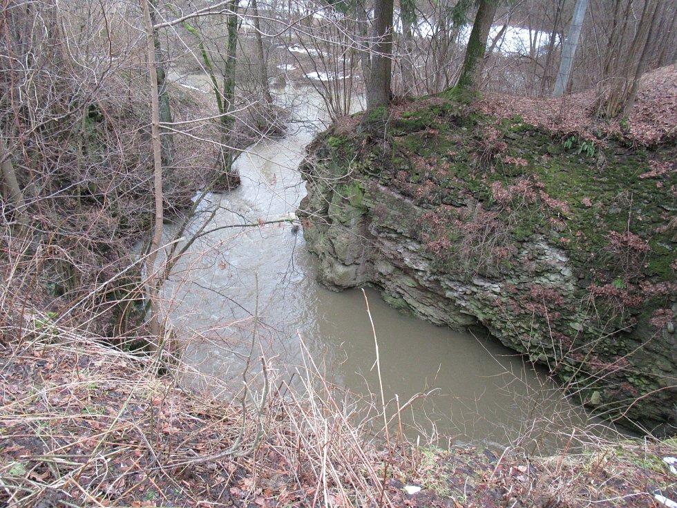 Kozský a Černovický potok se řekou Lužnicí na Táborsku už se místy vylévají mimo svá zaběhlá koryta.