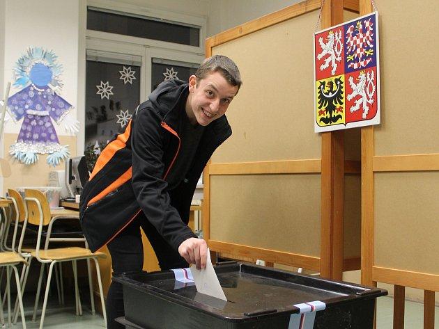 Svou premiéru v roli prvovoliče si před dvěma týdny odbyl při prvním kole Volby Prezidenta ČR také Miloslav Drs.