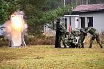 Iniciace lineární nálože při explozivním breaching.