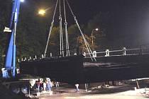 Starý most sundali v noci z 5. na 6. května