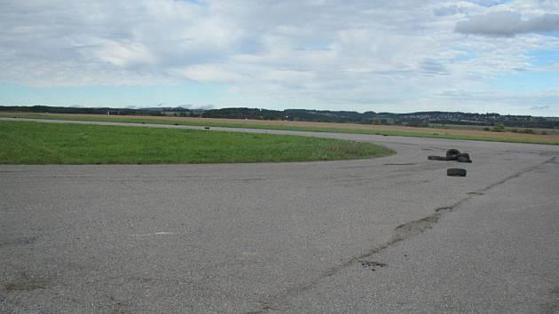 Bývalé vojenské letiště ve Všechově dnes lidem slouží jako rekreační zóna. To se možná brzy změní.
