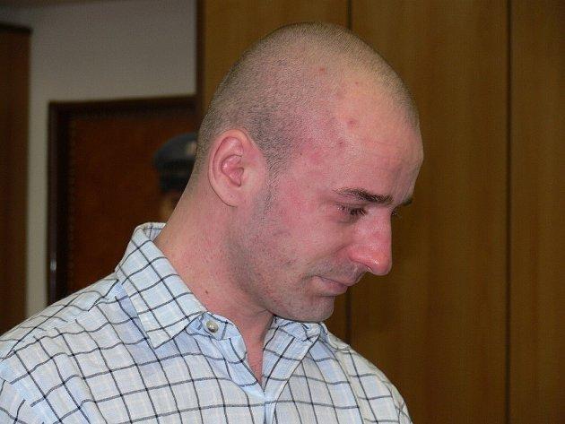 Šestadvacetiletý Filip Matoušek je viněn z vraždy dvacetiměsíčního syna své bývalé přítelkyně. Včera se u Krajskéhého soudu v Táboře zpovídal ze svého činu, dnes by se měl dozvědět rozsudek.