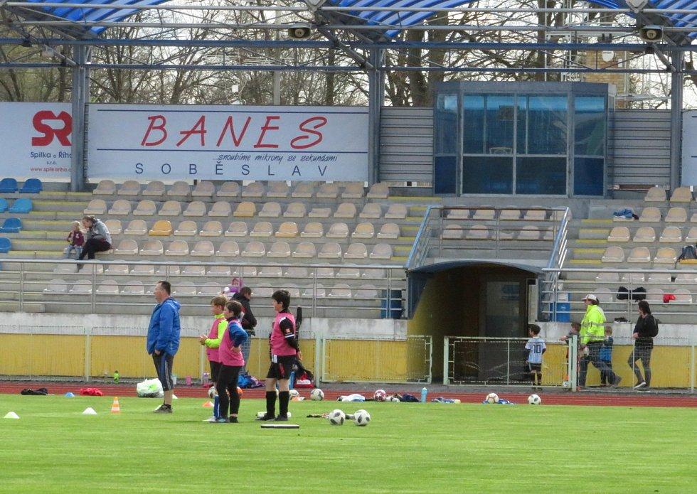 Fotbalový stadion v Soběslavi v úterý 4. května odpoledne.
