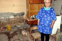 ŠKODY. Na domě Aleny Kasalové zanechala voda nemalé škody
