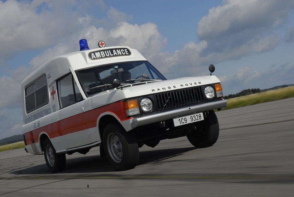 V sedmdesátých a osmdesátých letech využívali táborští záchranáři jako sanitku tento Range Rover.