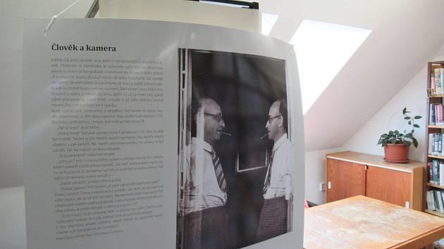 Do konce března je možné v městské knihovně zhlédnout výstavu Karel Čapek: fotograf.