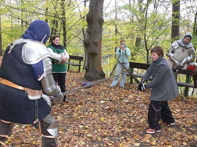 Holandští studenti se při návštěvě Tábora seznámili též s bohatými tradicemi města. V sobotu, i přes mrazivé počasí, si studenti během středověkých her mohli vyzkoušet střelbu z luku, ale třeba i šerm proti profesionálním rytířům.