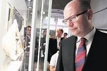 Ministerský předseda Bohuslav Sobotka při prohlídce táborské výstavy o Janu Husovi.