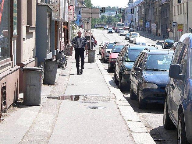Rozšíření chodníků občany moc nenadchlo, důležitější jsou pro ně místa k zaparkování