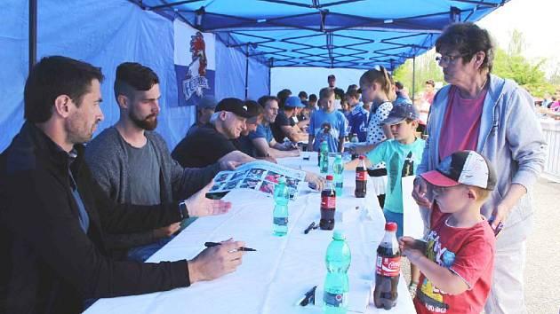Předchozí dva ročníky autogramiády se setkaly s velkým ohlasem malých i velkých fanoušků.