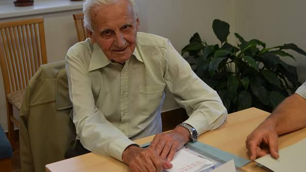 Poprvé v roce 1946 zasedl Jiří Jäger ve volební komisi. Po pádu komunismu se do ní zase vrátil a už jí zůstal věrný.