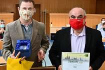 Město Tábor vyhrálo jihočeské kolo soutěže o nejlepší web v kategorii měst. Cenu za město převzali tajemník Městského úřadu Lubomír Šrámek a vedoucí IT oddělení odboru vnitřních věcí Pavel Lešetický.