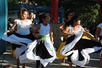 ZÁBAVA.Návštěvníky romského festivalu v sobotu 21. září bavil tanec,zpěv i divadlo.