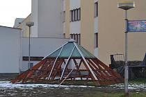 Odstraněná konstrukce z plánského úřadu.