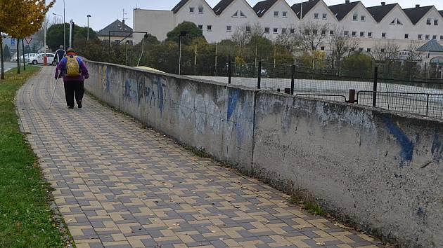 Sprejeři: zeď v Táboře.