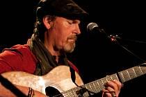 Na pódiu táborského hotelu Palcát vystoupí jeden z předních světových kytaristů Dylan Fowler.