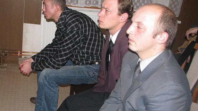Trojice obžalovaných.
