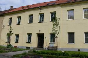 Budislavskou školu v obci vystavěli v 18. století. Žáci v ní do lavic usedali do roku 1978. V současné době chodí do nedalekých Tučap.