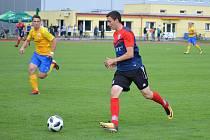 Na snímku ze zápasu v Soběslavi u míče domácí Tomáš Mazouch.